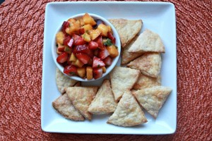 Flaky Cinnamon Sugar Pie Chips and Strawberry Peach Salsa // Peanut Butter and Julie